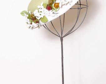 Vintage 50s floral straw hat / 50s green woven spring hat / whimsical floral tilt hat