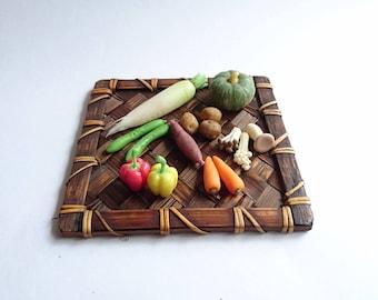 Miniature vegetables, miniature vegetable platter, miniature food, life size scale 1 / 6, radish, pumpkin, carrot, cucumber, paprika, enoki, shimeji, eryngii, sweet potato, potato, just