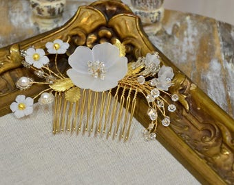 Bridal Hair Comb . Graceful floral crystal hair comb . Ready to Ship
