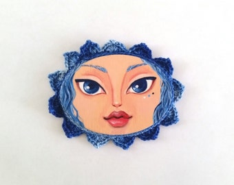 Mini Painting Girl with Crocheted Frame color Dark Blue