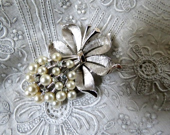 Vintage Jewelry - Trifari Brooch - Vintage - Faux Pearl - Silver tone - Pearl Bouquet - 1960s - Bow Brooch - Rhinestone Brooch
