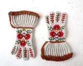 Vintage Nordic Gloves | Wool Gauntlet Gloves | Floral Embroidered Gloves | Size L