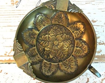 GoRGeouS ViNTaGe BRaSS ASHTRaY - ELeGaNT DeTaiLS