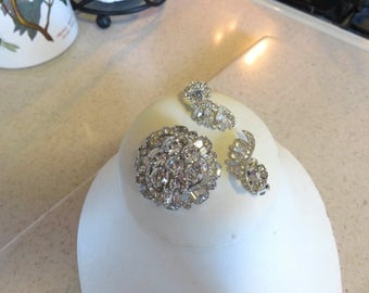 Vintage WEISS Clear Round Rhinestone Brooch with Wavy Earrings