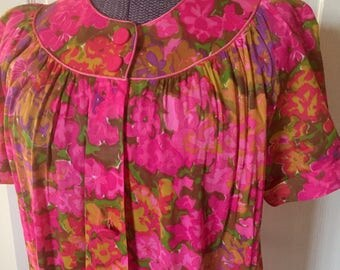 Vintage 1960s Pink Psychedelic Floral House Coat Nightgown Lounge Dress - Small Medium