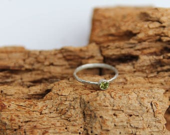 everyday ring, everyday simple ring, everyday tiny ring, everyday stone ring, sterling silver simple ring, faceted peridot ring, custom ring
