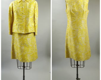 1960s Yellow and White Damask Shift Dress with Matching Jacket Size Small Jackie O Suit Missing Buttons