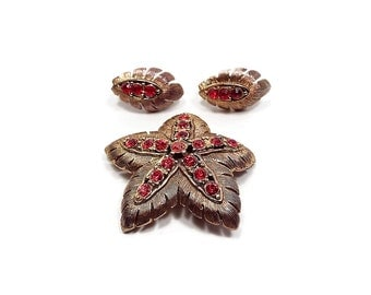 Red Rhinestone Vintage Jewelry Set Antiqued Gold Tone JJ Signed Clip on Earrings Brooch Retro Womens