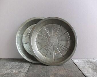 Set of 2 - Vintage Metal Best Pie Tins / Rustic Kitchen Decor / Vintage Kitchen