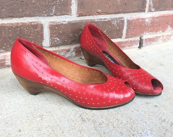 vtg 70s RED cut out WOOD WEDGES 6 leather peep toe heels cut out boho indie retro star shoes