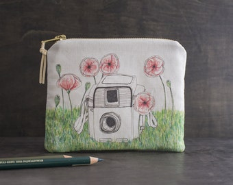 Poppy Flower Bag. Floral Makeup Bag. Cosmetic Bag. Mini Zipper Pouch. Vintage Camera. Fabric Design. Coin Purse Wallet.