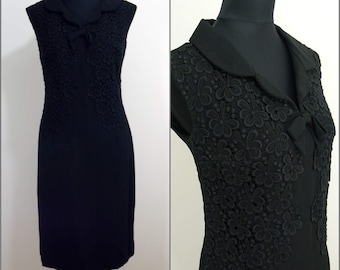 Chic VINTAGE 1960s Black Cotton Lace Flower Collared Cocktail Wiggle Dress 12 40 Mod / Evening Dress