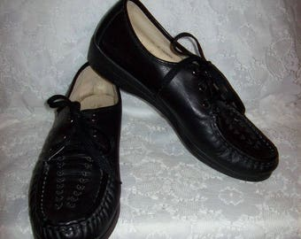 Vintage Ladies Black Leather Oxfords Granny Shoes by Soft Spots Size 9 1/2 Only 10 USD