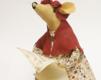 Caroling Mouse Lady, Primitive Mice, Christmas Decorations