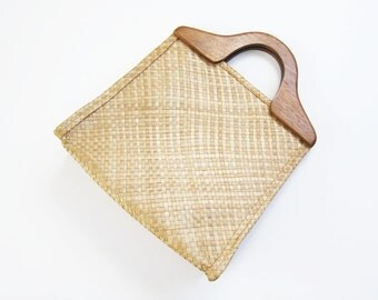 70s Straw Purse / Vintage Rattan Bag/ Wood Top Handle Shopper / Tote Bag / Market Bag
