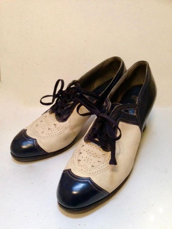 Vintage 1930s Navy and White Shoes - 7.5 to 8