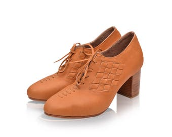 SALE. Sz. 8. PALMAROSA. Women's oxfords shoes / leather shoes / lace up booties / leather oxfords.