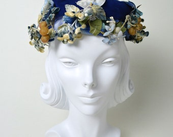 Vintage 1950s Hat 50s Floral Fascinator with Flowers and Berries