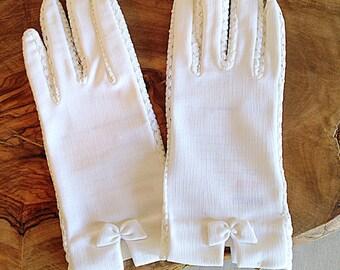 Vintage MINT NWT White Lace Trim Ladies Gloves Mid Century Wedding