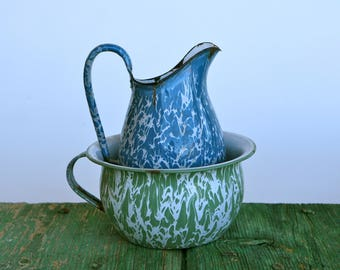 Marbled enamelware chamberpot and jug
