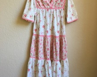 Hippy Patchwork Dress With Pink And White Floral Prints Loose And Free !