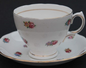 ROYAL VALE Bone China Teacup and Saucer Set