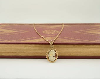 Vintage cameo necklace, gold