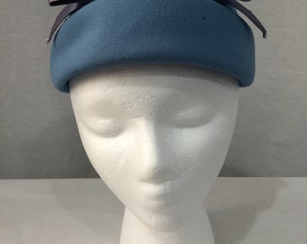 Vintage 1950s Blue Wool Beresford Bumper Hat with Lavender Bow