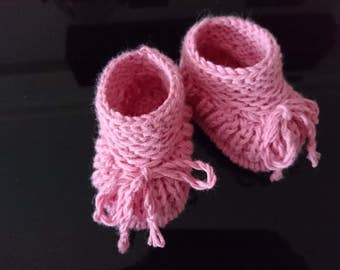 Newborn girl shoes, knit baby booties, baby girl shoes, baby girl gift, coming home outfit, baby shower gift