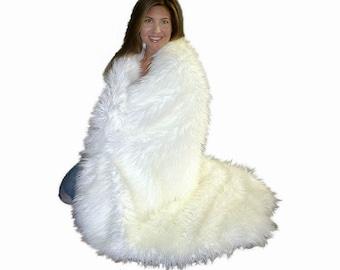 Plush Faux Fur Throw Blanket - Bedspread - Shaggy Mongolian Llama Shag - Fur Minky Cuddle Fur Lining - Fur Accents - USA