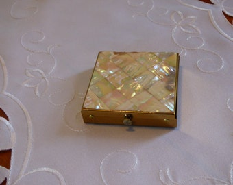 Dorset Fifth Avenue Compact Mother of Pearl