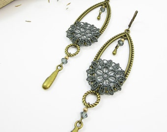 "Earrings ""La féminine"" brass, grey lace and cristal beads"