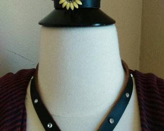 Daisy leather choker and bracelet set