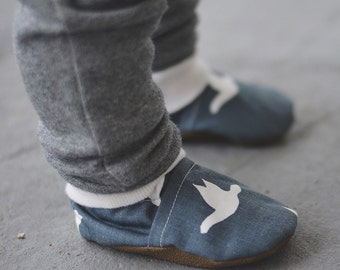 Slate Birds Baby Shoes // Gray Grey White, Vegan Cotton Canvas, Infant Shoes, Baby Booties, Baby Moccasins, Crib Shoes, Baby Boy Girl Moccs