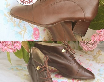 Boots leather vintage, mark Minelli, heels, Golden buckles and laces, size 36, retro style Brown / vintage