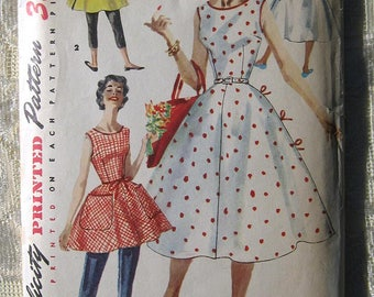 """Vintage 50s Summer Wrap Dress . Simplicity 1662 Sewing Pattern. Size 14 Bust 32"""""""