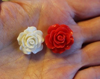 8 resin cabochons roses, 18-20 mm x 9 mm, 2 pairs red and 2 pairs white roses, flat back