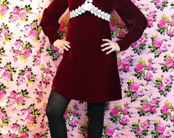 1970s Renaissance Revival Deep Red Velvet and Lace High Collar Mini Dress - Small