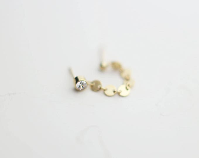 Cartilage Chain Earring with Shiny disc chain // Double piercing, Double pierced Two Holes Earrings