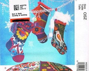 Christmas Tree Skirt Sewing Pattern - Christmas Stocking Sewing Pattern - Christmas Craft Sewing Pattern - McCalls M6859