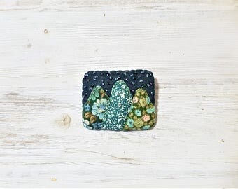 Starry Night Mountain Brooch in Felt and Fabric. Seed Bead Embroidery Fibre Brooch. Midnight Green Mountains.