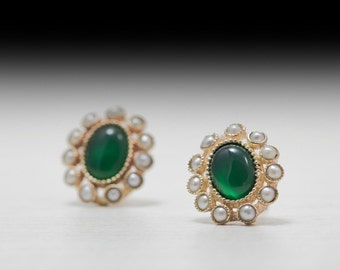 Emerald and pearl stud earrings - engagment earrings - petal - victorian - princess diana - Gold ring - real pearls - Green Stone - 14K