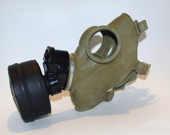 Polish Gas Mask GP 5 with Filter Khaki Green Green rubber Unused Steampunk Goth mask Commander Gas Mask civilian army military 1995