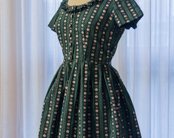 Green cute doll-like Tyrolese vintage mini dress