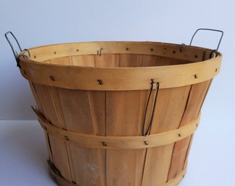 1/2 Bushel Basket with Wire Handles