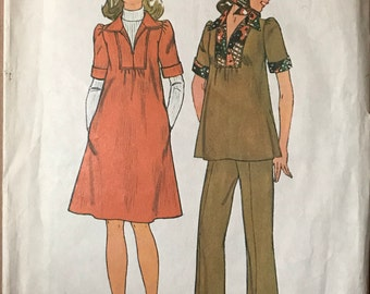 Simplicity 7153 - 1970s Maternity Dress or Tunic with Pointed Collar and Pull On Pants - Size 6 8 Bust 30.5 31.5
