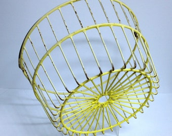 Vintage Egg Basket, Farm Collection Antique Wire Basket Yellow Coated Wire Primitive Basket Retro Storage Golf Ball Bucket Rustic Decor 003
