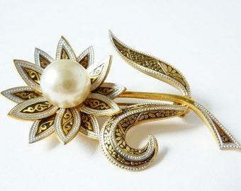 Vintage Flower Brooch in Black and Gold with Faux Pearl Center