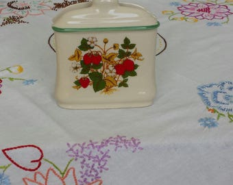 Vintage Ceramic STRAWBERRY NAPKIN HOLDER, Strawberry Decor, 1970 Kitchen Decor