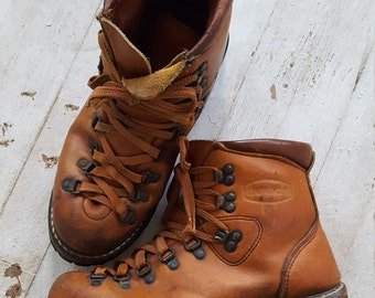 Vintage Dunham hiking boots